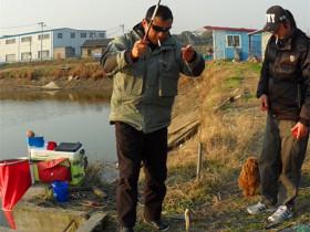 冬季废弃鱼塘垂钓小鲫鱼