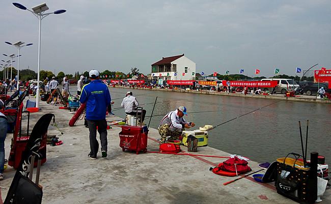 渔人出钓前先把正事做好在钓鱼